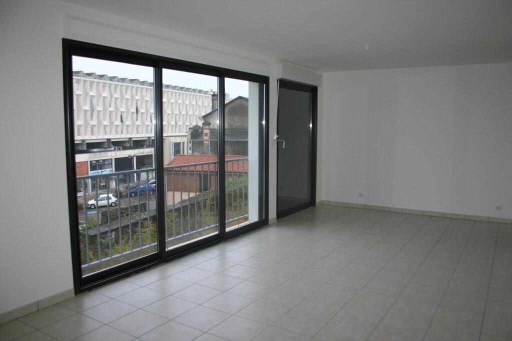 Appartement à louer 4 91m2 à Parthenay vignette-2