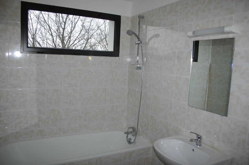Appartement à louer 4 91m2 à Parthenay vignette-4