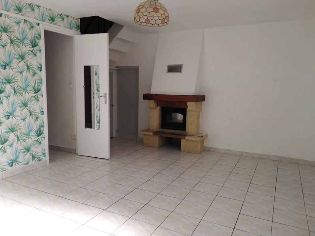 Maison à louer 4 90m2 à Ménigoute vignette-2