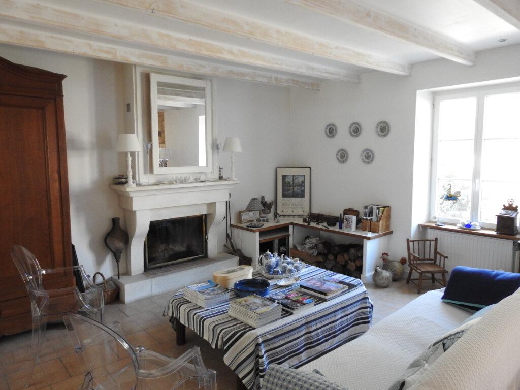 Maison à vendre 5 168m2 à Celle-Lévescault vignette-1