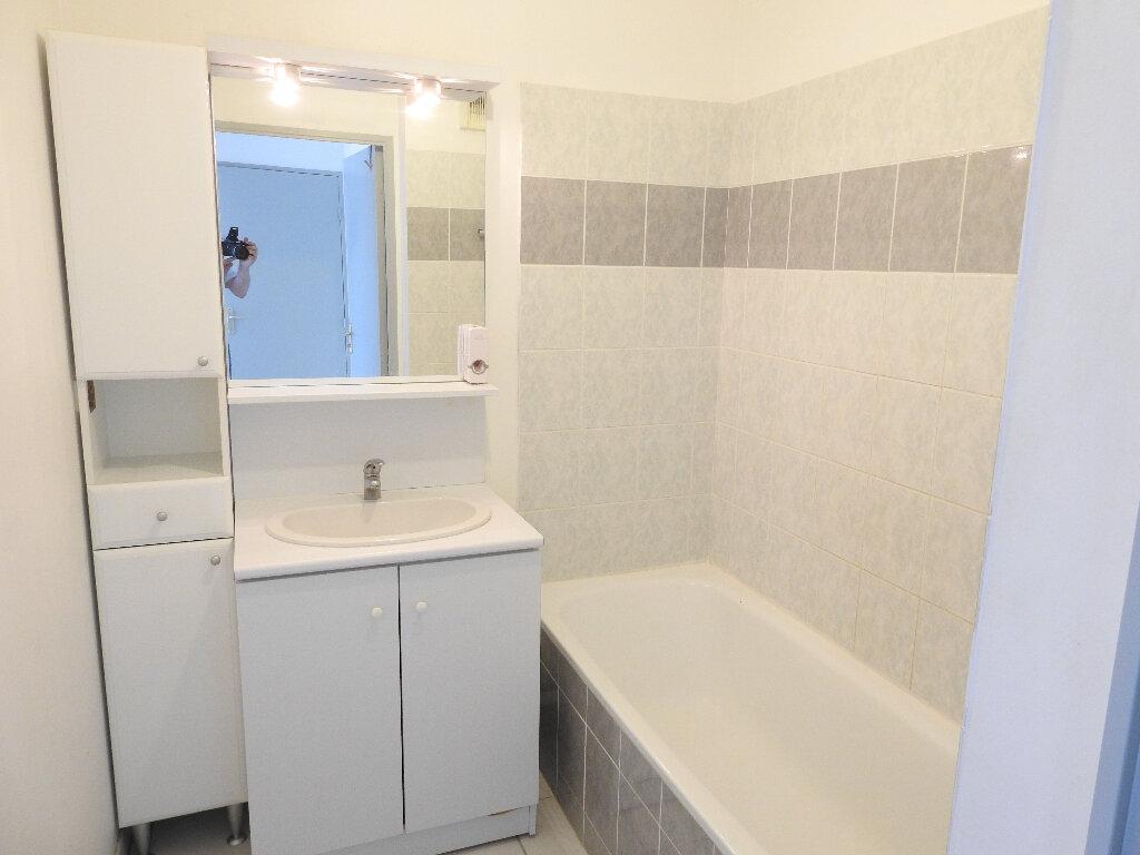 Appartement à louer 3 64m2 à Poitiers vignette-6