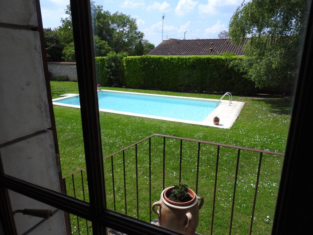 Maison à vendre 5 154m2 à Neuville-de-Poitou vignette-2