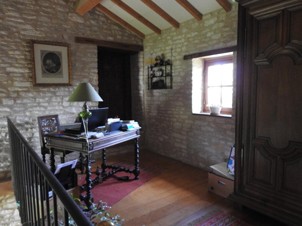 Maison à vendre 5 154m2 à Neuville-de-Poitou vignette-6