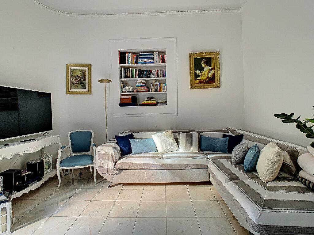 Appartement à vendre 3 77.39m2 à Cannes vignette-3