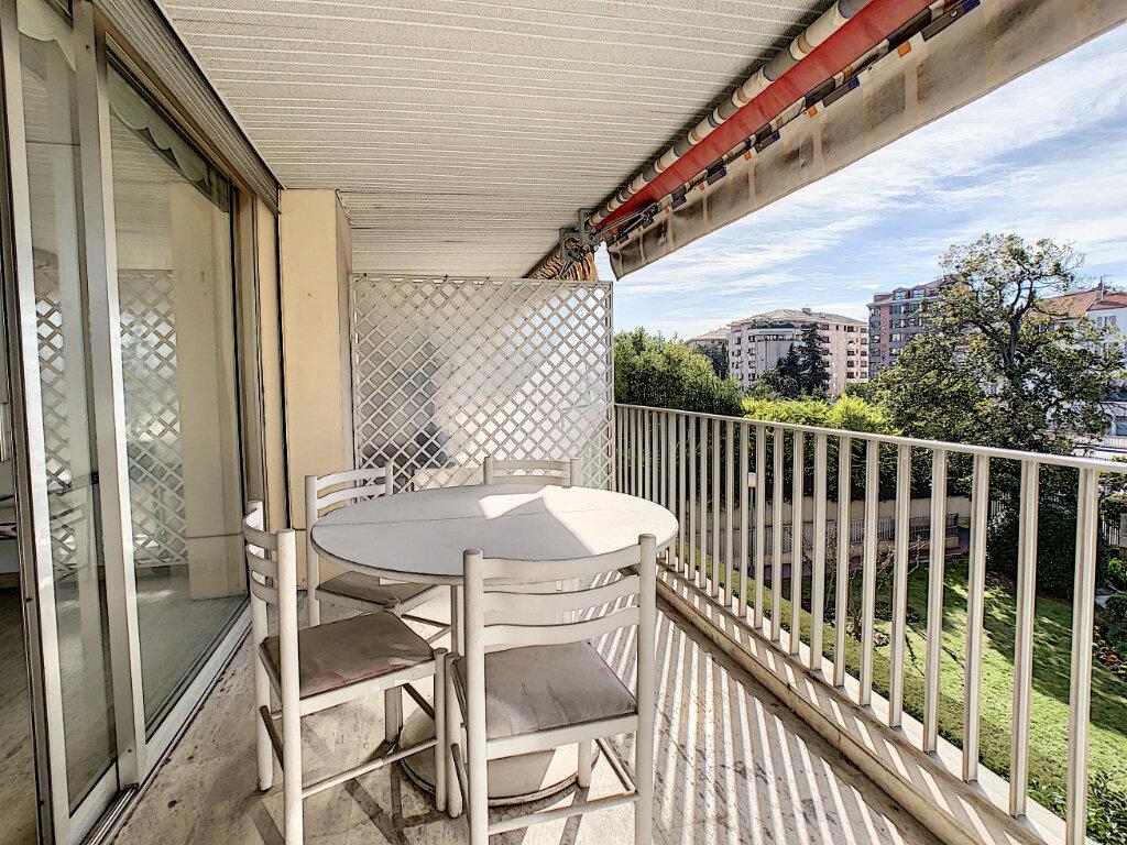 Appartement à vendre 3 67.44m2 à Cannes vignette-2