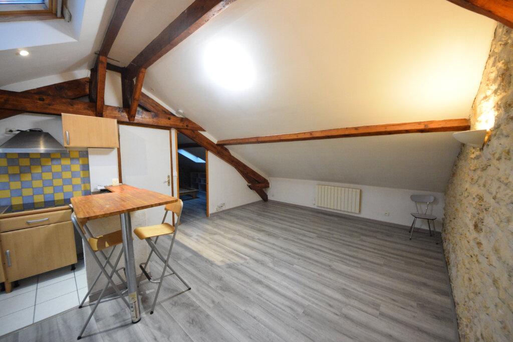 Appartement à louer 2 24.07m2 à Corbeil-Essonnes vignette-1