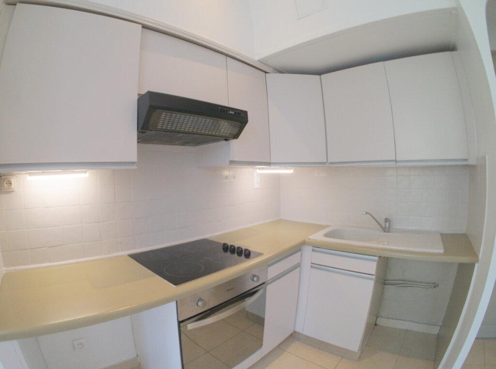 Appartement à louer 3 39m2 à Marseille 4 vignette-3