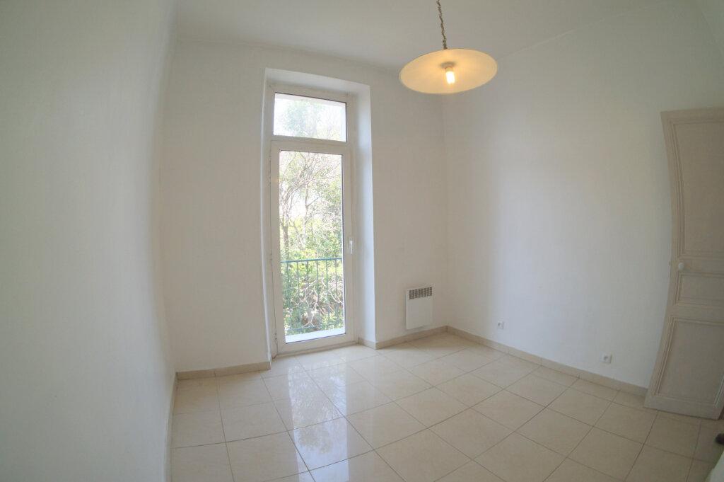 Appartement à louer 3 39m2 à Marseille 4 vignette-4