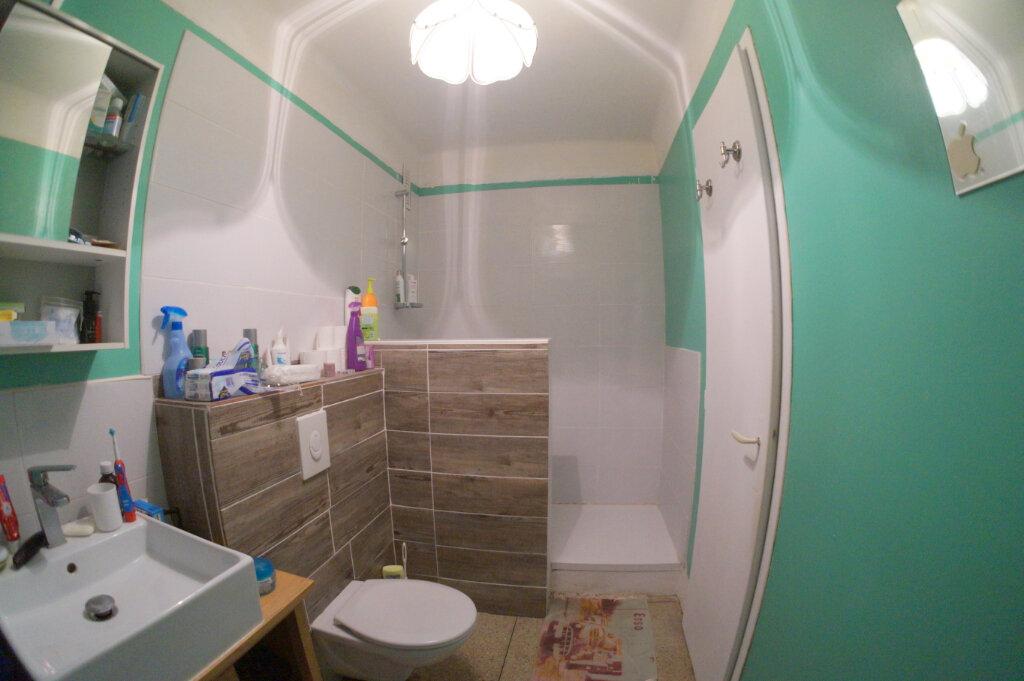 Appartement à louer 1 36m2 à Marseille 4 vignette-4