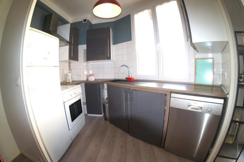 Appartement à louer 3 49.36m2 à Marseille 4 vignette-3