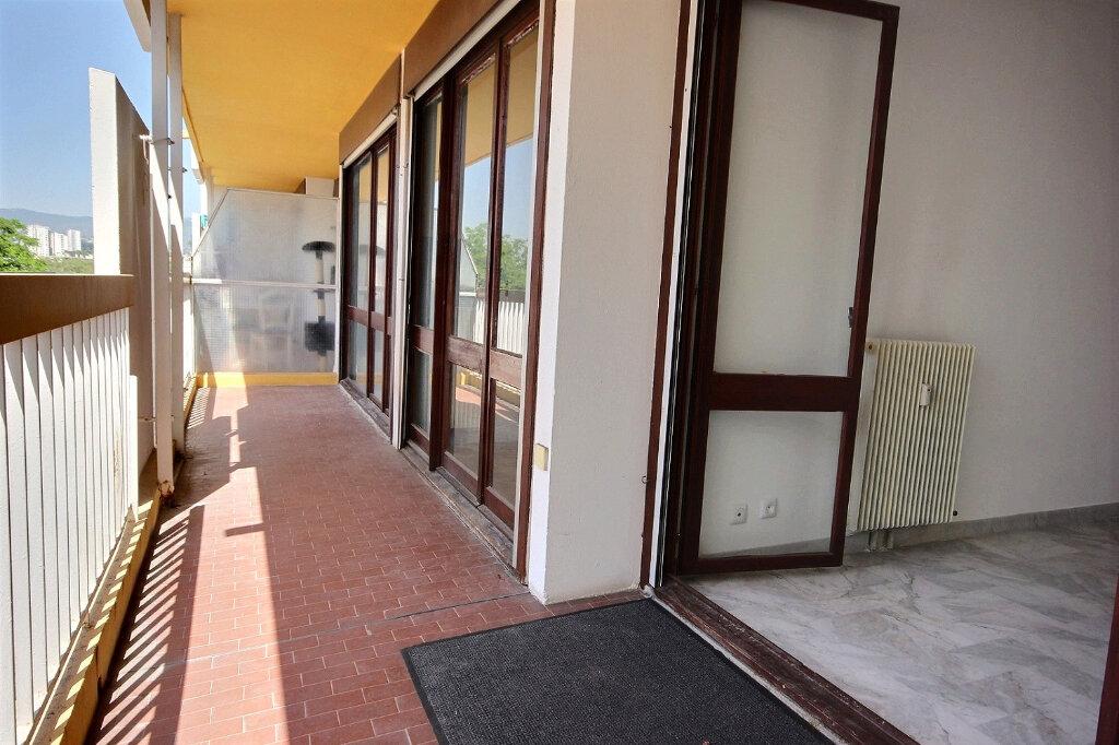 Appartement à louer 2 49m2 à Marseille 13 vignette-1