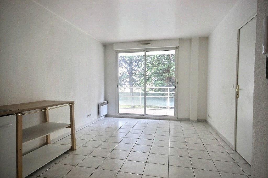 Appartement à louer 2 30.7m2 à Marseille 9 vignette-2