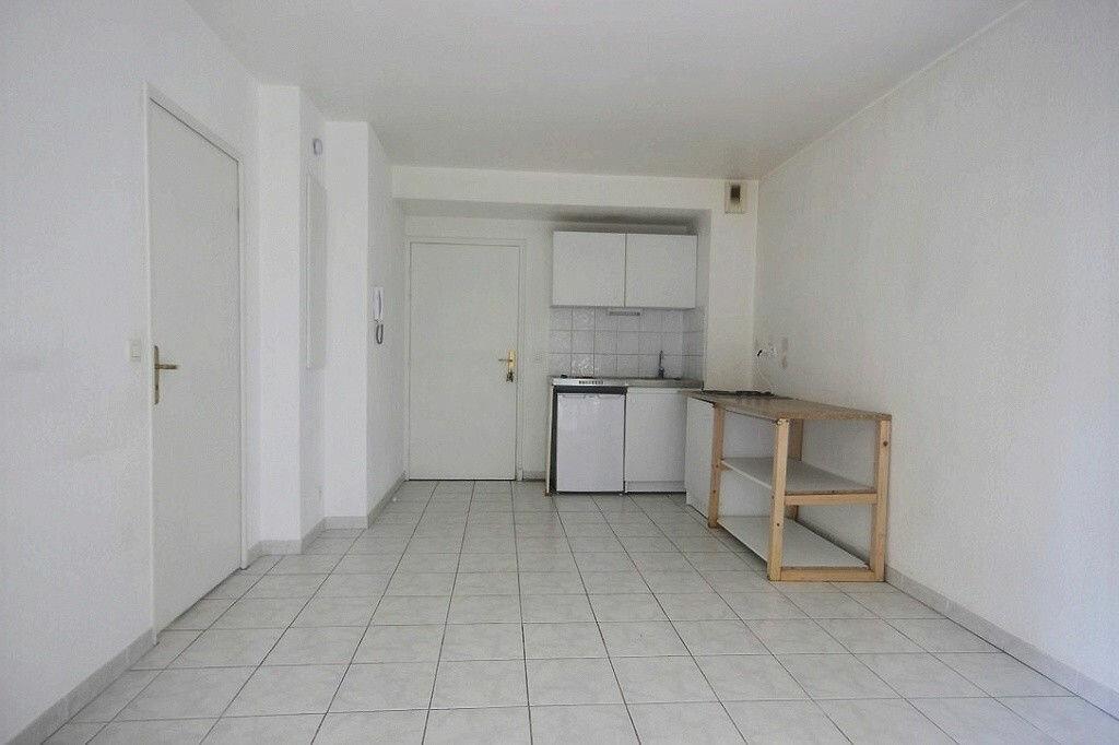 Appartement à louer 2 30.7m2 à Marseille 9 vignette-3