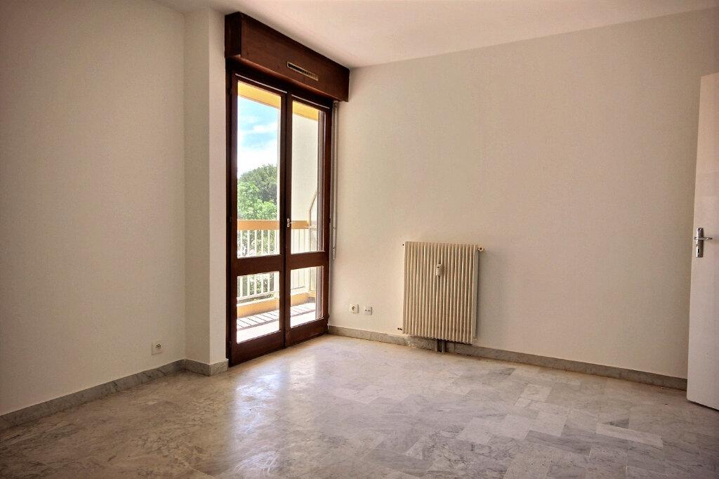 Appartement à louer 1 27m2 à Marseille 12 vignette-2