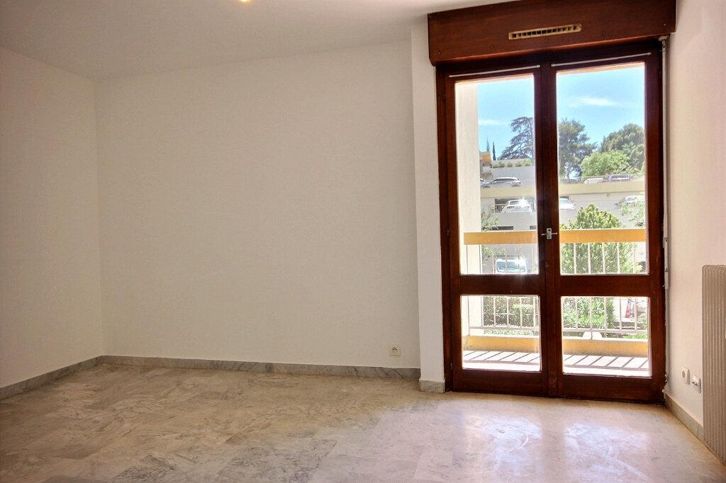 Appartement à louer 1 27m2 à Marseille 12 vignette-4