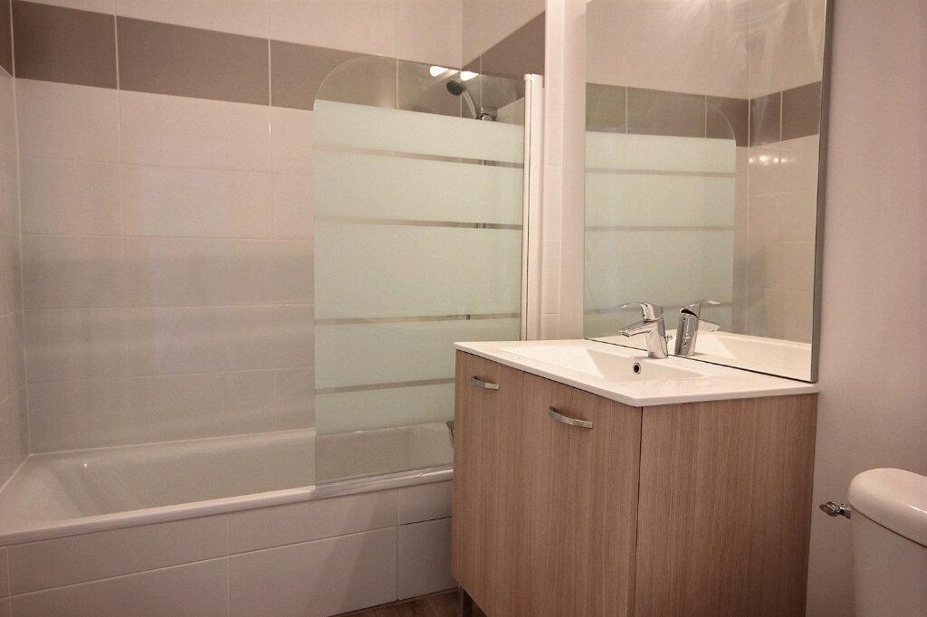 Appartement à louer 1 27m2 à Marseille 12 vignette-5