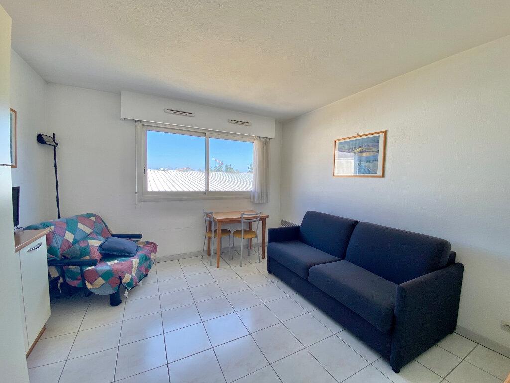 Appartement à louer 1 21m2 à Villeneuve-Loubet vignette-1
