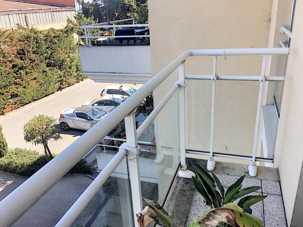 Appartement à louer 3 68m2 à Villeneuve-Loubet vignette-8