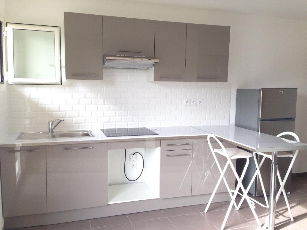 Appartement à louer 2 32.35m2 à Villeneuve-Loubet vignette-1