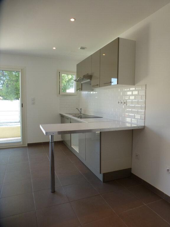 Appartement à louer 2 32.35m2 à Villeneuve-Loubet vignette-2