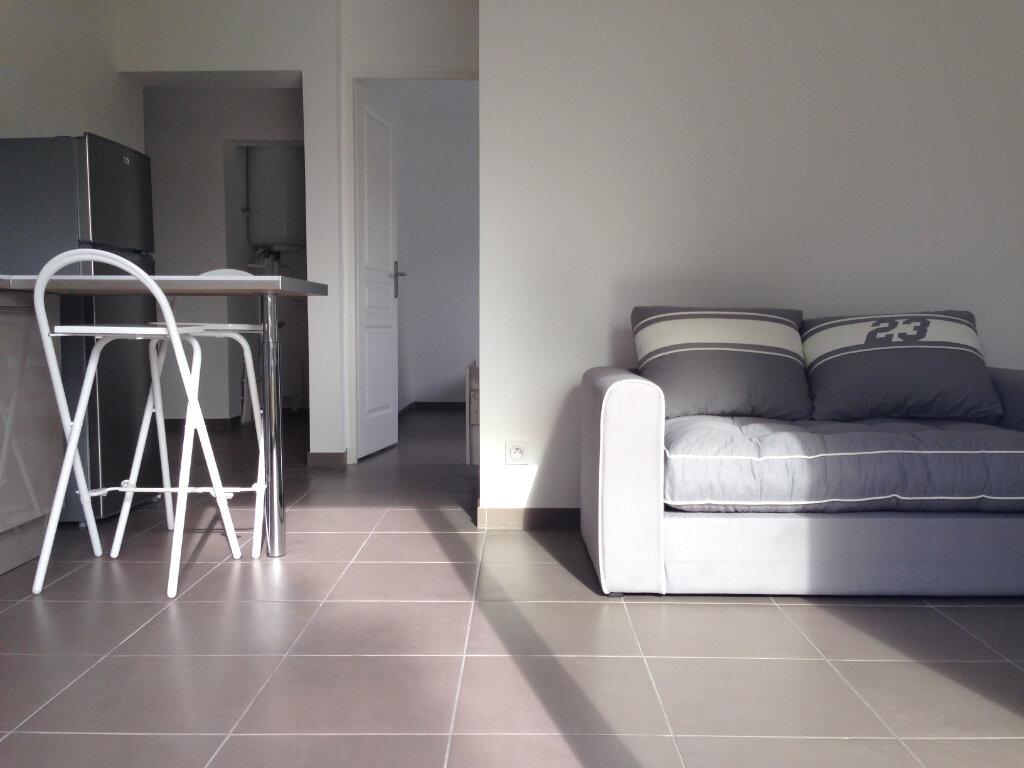 Appartement à louer 2 32.35m2 à Villeneuve-Loubet vignette-3