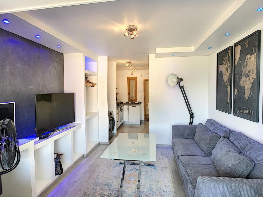 Appartement à louer 1 20.81m2 à Villeneuve-Loubet vignette-1