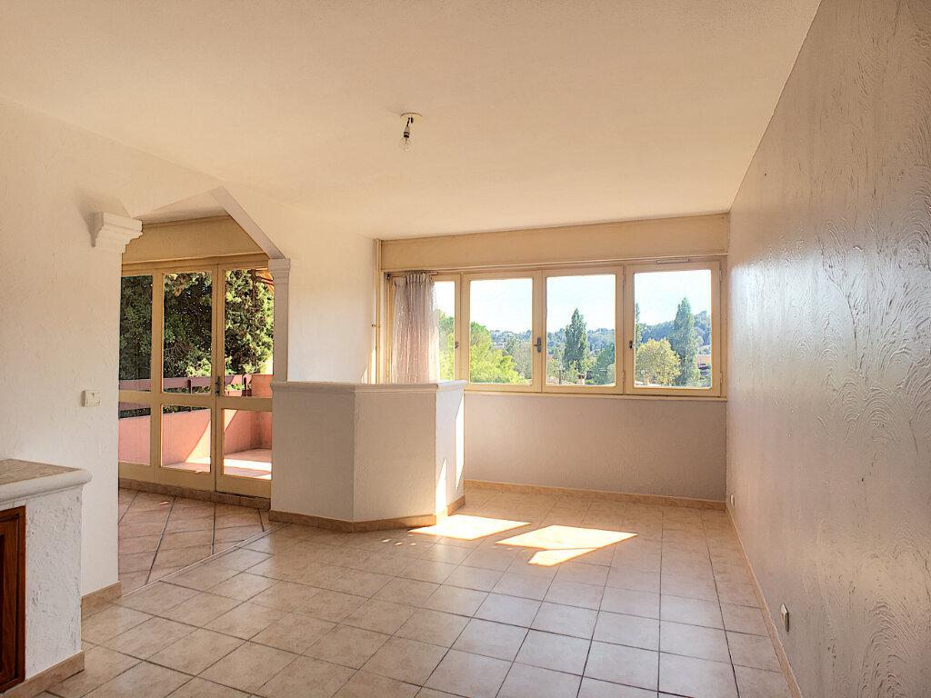 Appartement à louer 3 64.06m2 à Villeneuve-Loubet vignette-2