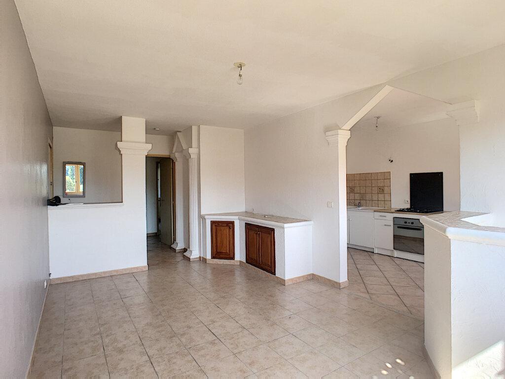 Appartement à louer 3 64.06m2 à Villeneuve-Loubet vignette-3