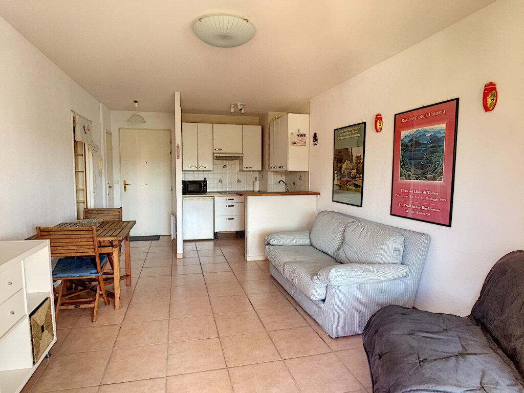 Appartement à louer 2 37.9m2 à Villeneuve-Loubet vignette-4