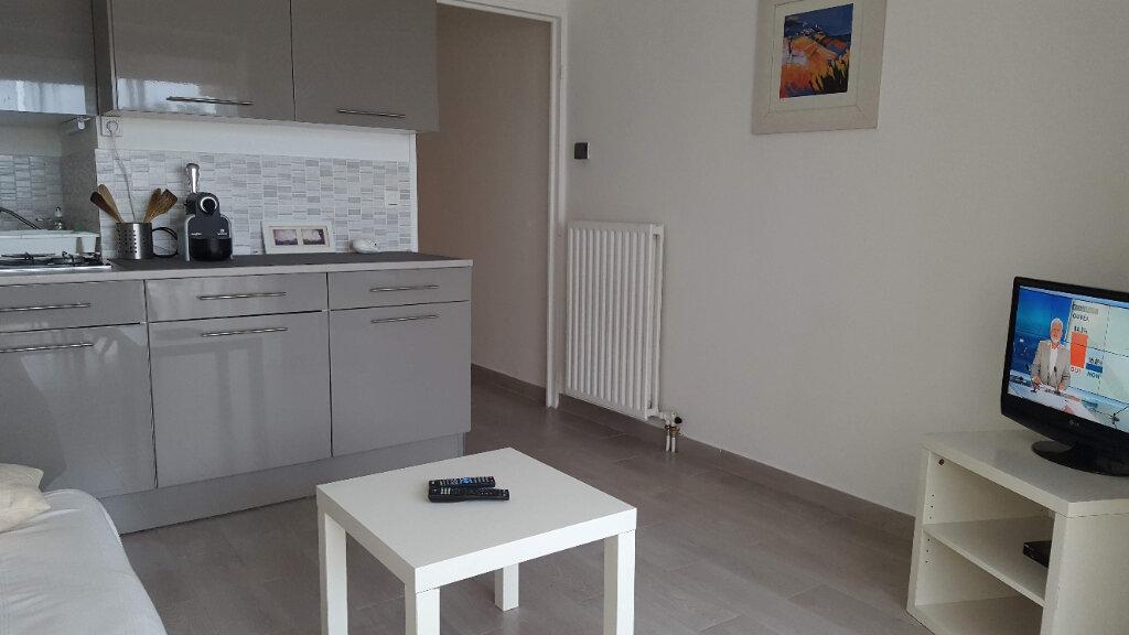 Appartement à louer 2 31.6m2 à Villeneuve-Loubet vignette-2