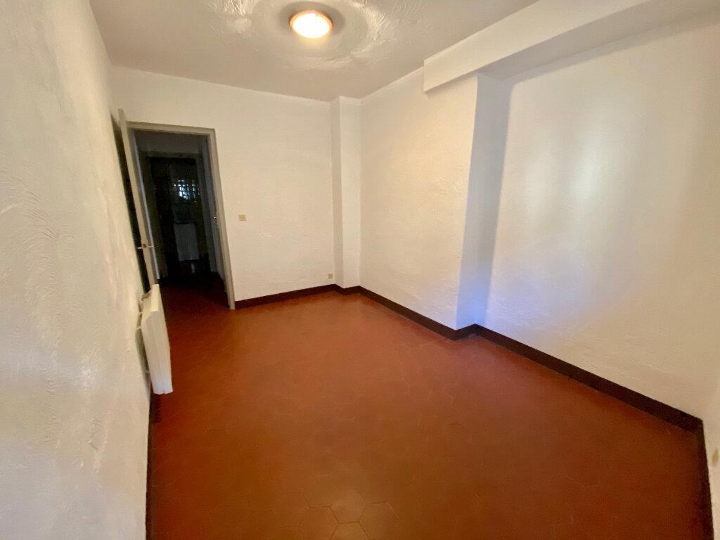 Appartement à louer 4 96.73m2 à Saint-Paul-de-Vence vignette-6