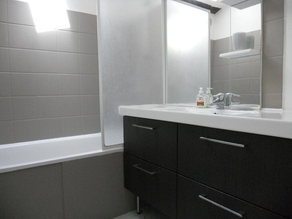 Appartement à vendre 3 69.41m2 à Roquebrune-sur-Argens vignette-3