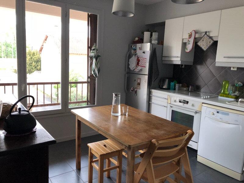 Appartement à louer 3 72m2 à Avignon vignette-2