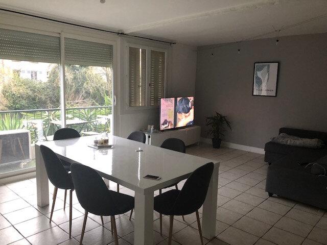 Appartement à louer 3 65m2 à Avignon vignette-1