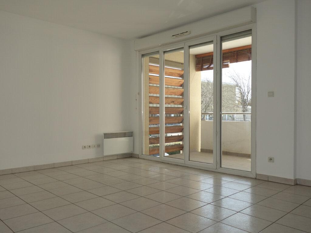 Appartement à louer 3 63m2 à Avignon vignette-1