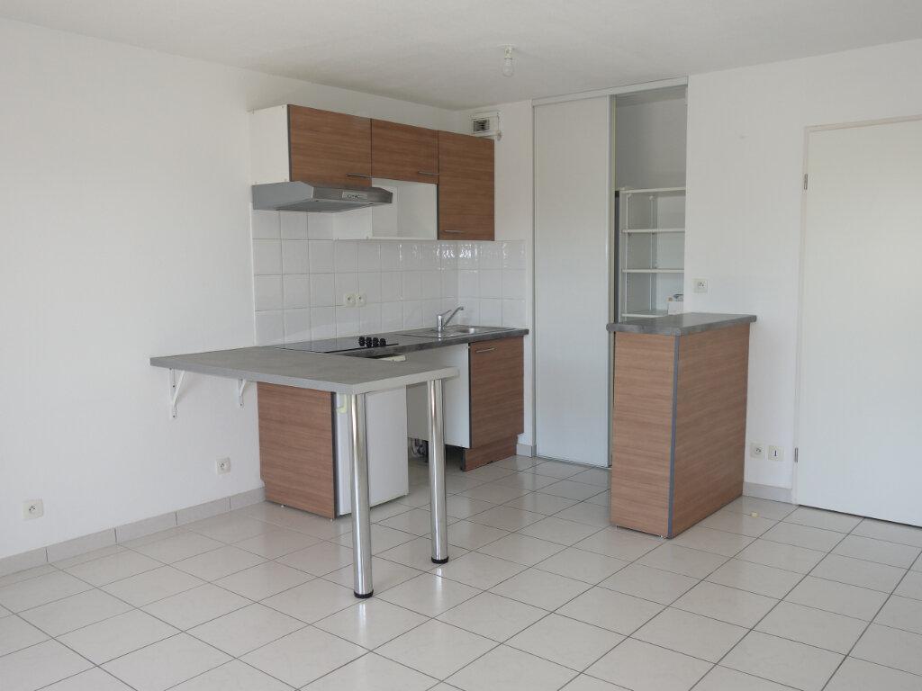 Appartement à louer 2 44m2 à Le Pontet vignette-1