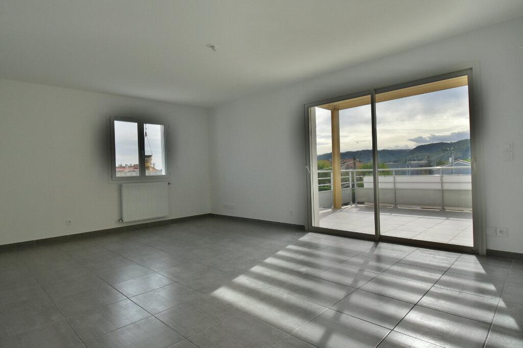 Appartement à vendre 3 63.6m2 à Tournon-sur-Rhône vignette-2