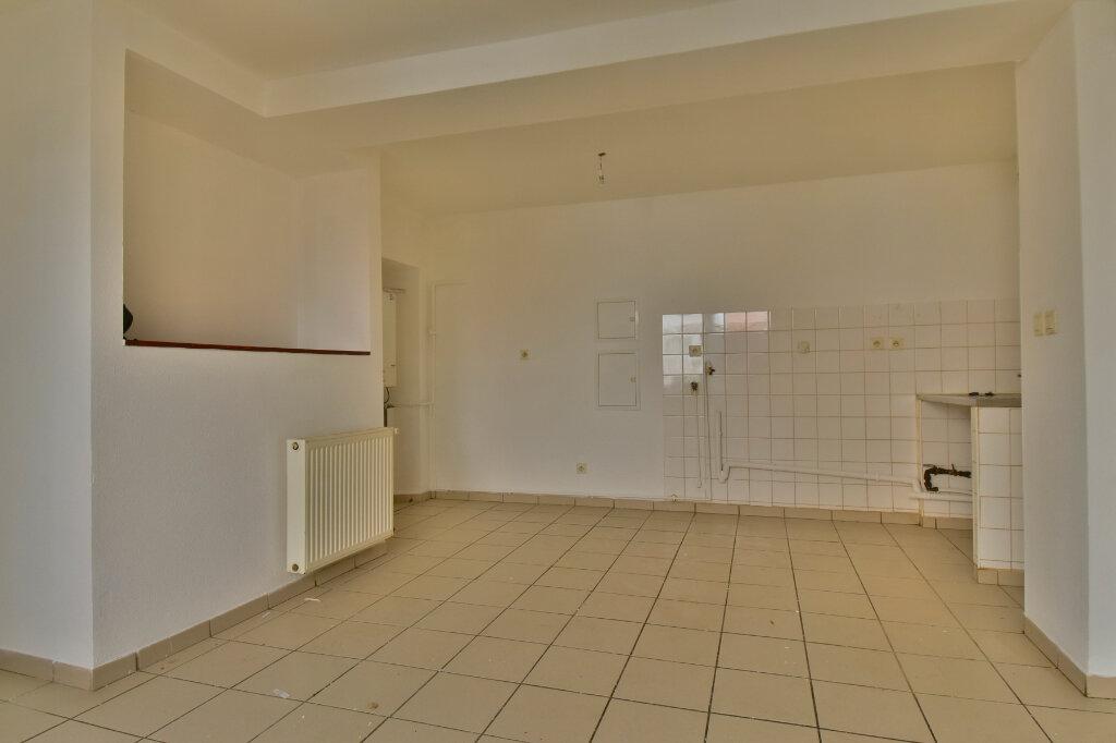 Appartement à louer 2 29m2 à Tournon-sur-Rhône vignette-2