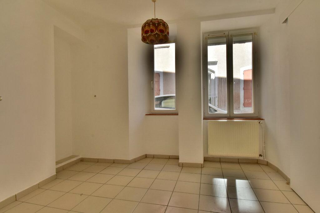 Appartement à louer 2 29m2 à Tournon-sur-Rhône vignette-3