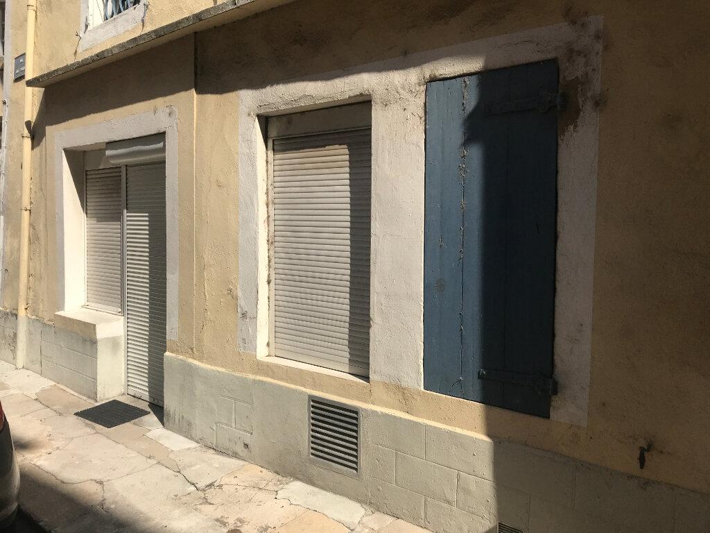 Appartement à louer 2 29m2 à Tournon-sur-Rhône vignette-4
