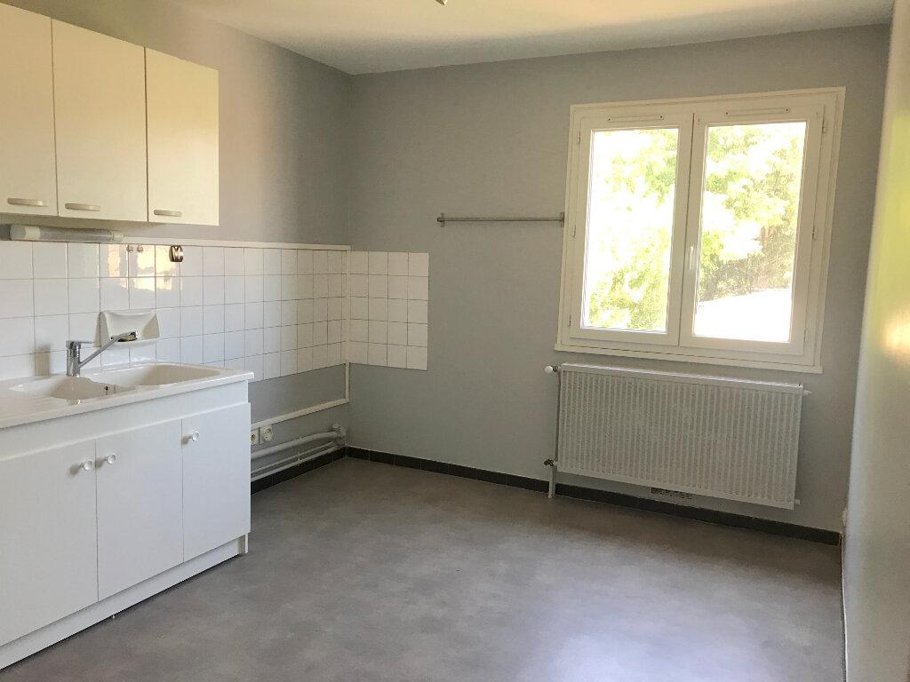 Appartement à louer 4 77.04m2 à Tournon-sur-Rhône vignette-1