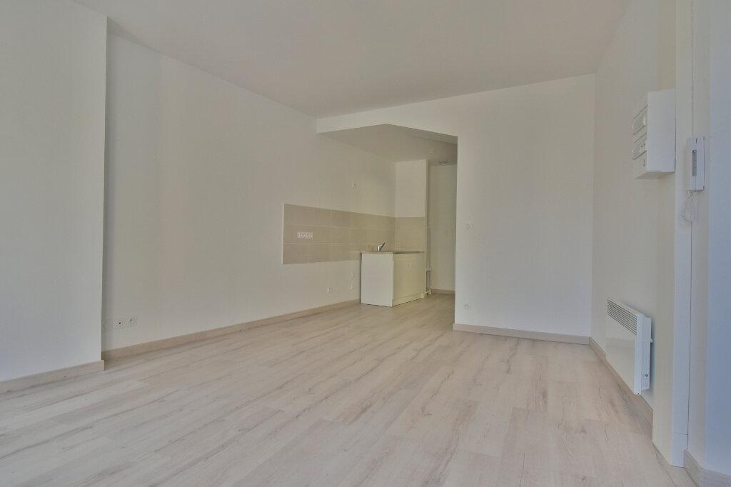 Appartement à louer 2 37.92m2 à Tournon-sur-Rhône vignette-1
