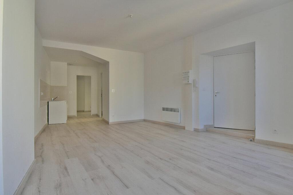 Appartement à louer 2 37.92m2 à Tournon-sur-Rhône vignette-2
