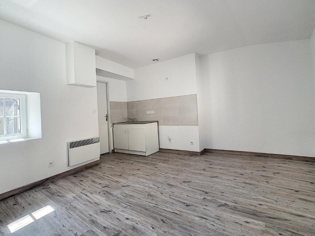 Appartement à louer 2 29.57m2 à Tournon-sur-Rhône vignette-1