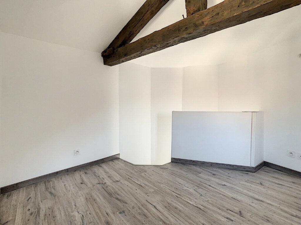 Appartement à louer 2 29.57m2 à Tournon-sur-Rhône vignette-3