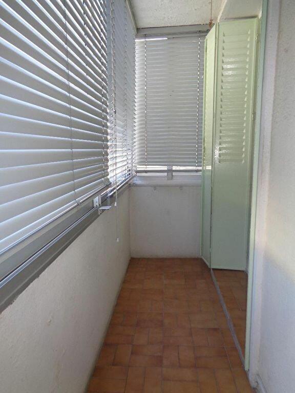 Appartement à louer 3 51.75m2 à Marseille 9 vignette-2