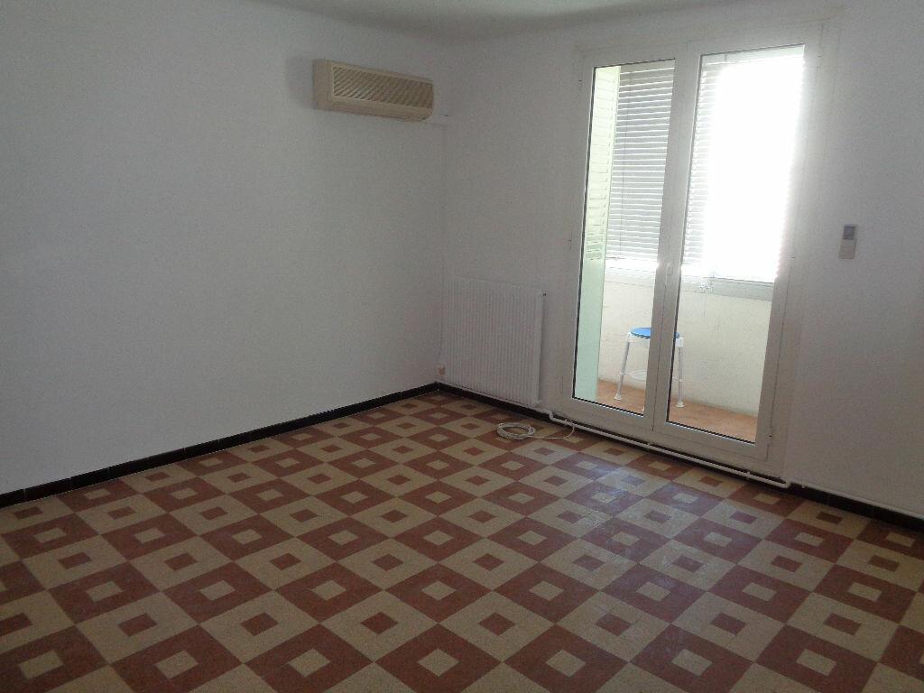Appartement à louer 3 51.75m2 à Marseille 9 vignette-3