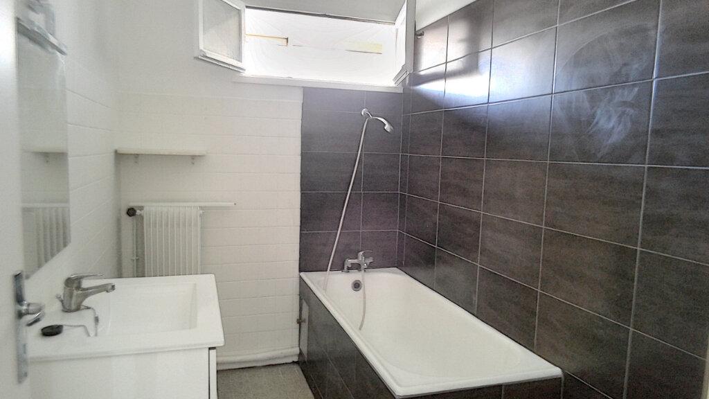 Appartement à vendre 3 60m2 à Marseille 9 vignette-4