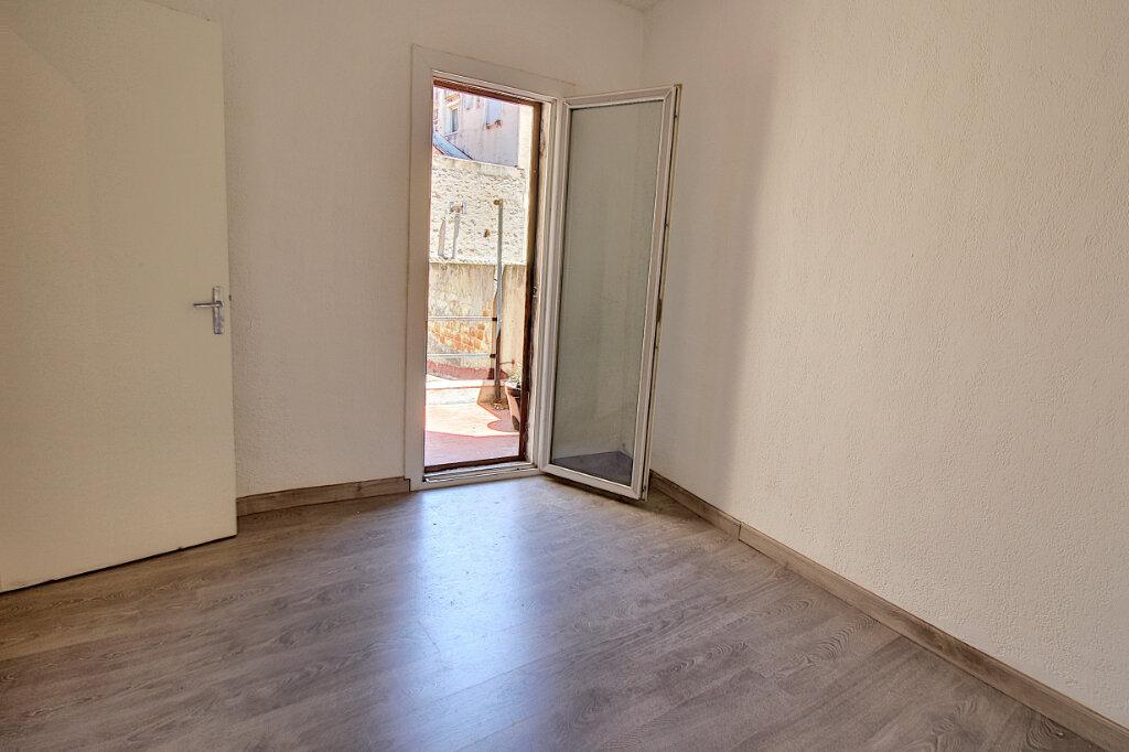 Appartement à vendre 3 69m2 à Marseille 8 vignette-2
