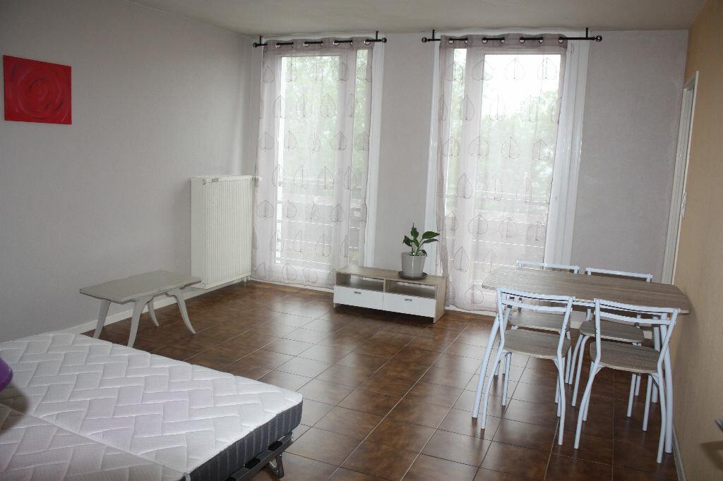 Appartement à vendre 1 43m2 à Langres vignette-1